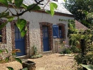 Nice House with Dishwasher and Short Breaks Allowed - Conflans-sur-Anille vacation rentals