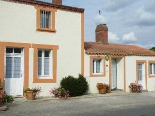 Nice House with Short Breaks Allowed and Long Term Rentals Allowed - Chauve vacation rentals