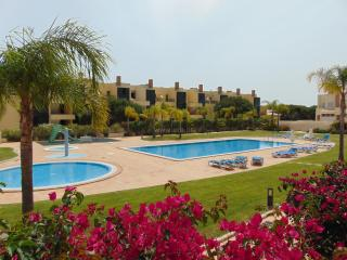 Perfect 2 bedroom Vilamoura Apartment with Internet Access - Vilamoura vacation rentals