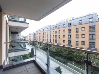 Stunning 2 bed 2 bath in Chelsea - Imperial wharf - London vacation rentals