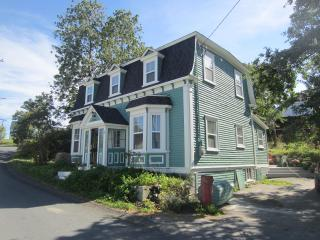 Lovely 3 bedroom Brigus House with Dishwasher - Brigus vacation rentals