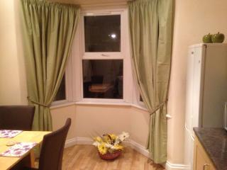 Joseph House on the Piccadilly Line - London vacation rentals
