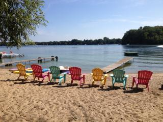 Lakefront cottage, 10 minutes to Traverse City - Traverse City vacation rentals