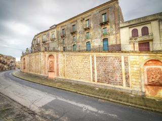 Palazzo Gandolfo Maggiore - Vizzini - Vizzini vacation rentals