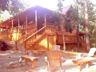Hilltop Lovers Den - Broken Bow vacation rentals