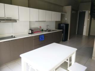 3 bedrooms 2 bathrooms for 5 people - Kuala Lumpur vacation rentals