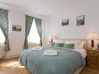 Cosy 3BR Garden Flat in Chelsea - London vacation rentals