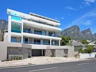 Oceanside Luxury Villa Camps Bay - Bakoven vacation rentals