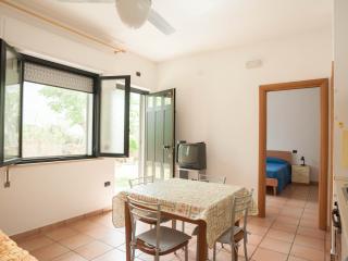 Bilocale con dehor su giardino  Two-room apartment - Roseto Degli Abruzzi vacation rentals