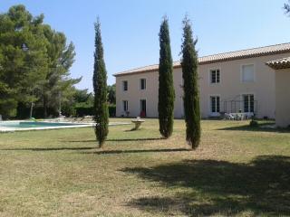 Appartement dans parc arboré avec piscine - Montpellier vacation rentals