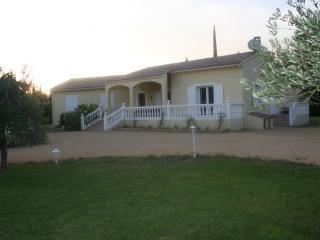 4 bedroom Villa with Television in Uchaux - Uchaux vacation rentals