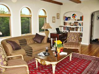 2 bedroom House with Internet Access in Los Angeles - Los Angeles vacation rentals