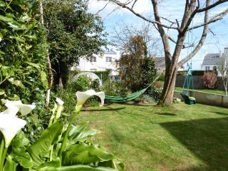 maison petite vue mer joli jardin - Brest vacation rentals