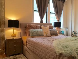 Modern 1 bedroom in the heart of East Village - New York City vacation rentals