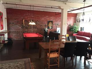 Fully Equipped 3 Bedrooms, 1 Bathroom Apartment - Montreal vacation rentals