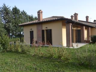 Nice House with Housekeeping Included and Television - Contignano vacation rentals