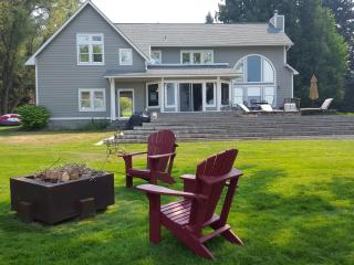 200' Park-Like Waterfront -- Primary Home+Guest - Sagle vacation rentals