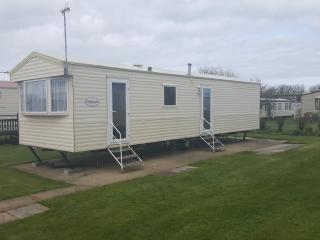 3 bedroom Caravan/mobile home with Housekeeping Included in Skipsea - Skipsea vacation rentals
