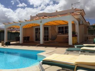 Bright 4 bedroom Caleta de Fuste Villa with Internet Access - Caleta de Fuste vacation rentals