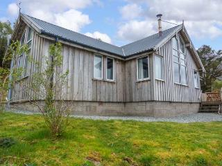 THORSVIK, detached wooden cottage, with three bedrooms, stunning views, rural location, in Tokavaig, Ref 14547 - Isle of Skye vacation rentals