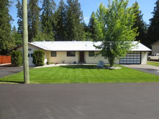 Nice 4 bedroom House in Sicamous - Sicamous vacation rentals