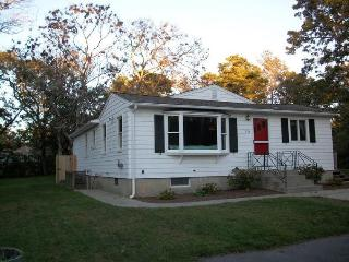Cozy 4 Bedroom - Walk to Dennis Village! - Dennis vacation rentals