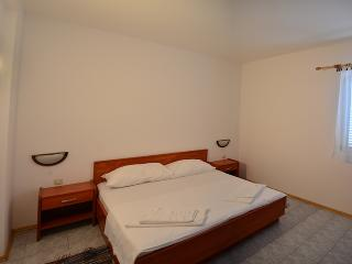 TH03560 Apartments Funda / Two Bedrooms Pluton 6 - Necujam vacation rentals