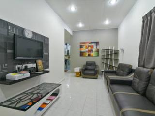 3 Bedroom house - BBQ and cook facilities - Melaka vacation rentals