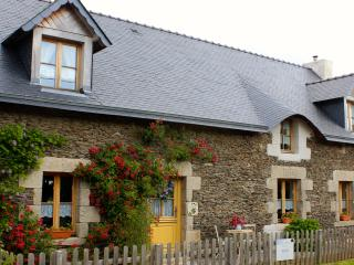 Charming Spacious 2 Bed House in Central Brittany - Guegon vacation rentals