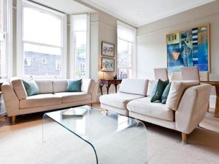 Romantic apartment in heart of Chelsea (new) - London vacation rentals