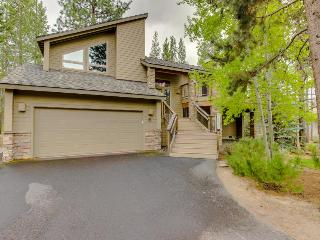Beautiful Sunriver home with private hot tub and SHARC passes! - Sunriver vacation rentals