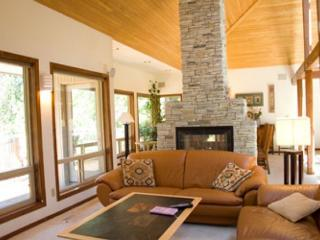 Golf course views w/ a private hot tub, sauna, deck & patio! - Sunriver vacation rentals