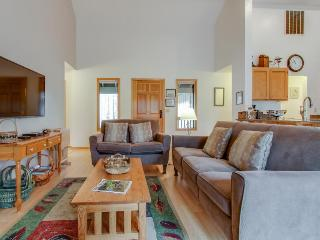 Bright, modern home with private hot tub - central location, free SHARC access! - Sunriver vacation rentals