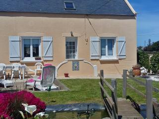 Quaint house with furnished terrace - Cleder vacation rentals