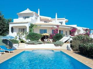4 bedroom Villa in Vale De Parra, Albufeira, Central Algarve, Portugal : ref 1717013 - Patroves vacation rentals