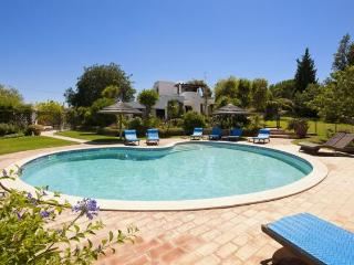 4 bedroom Villa in Vale De Parra, Albufeira, Algarve, Portugal : ref 1717032 - Patroves vacation rentals