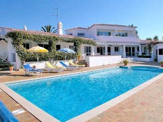 6 bedroom Villa in Clube Carvoeiro, Carvoeiro, Algarve, Portugal : ref 1717041 - Carvoeiro vacation rentals