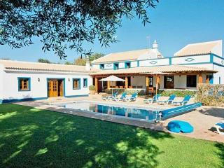 4 bedroom Villa in Boliqueime, Central Algarve, Portugal : ref 1717072 - Cerca Velha vacation rentals