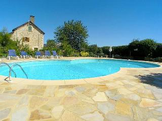 4 bedroom Villa in Saint Maixent l'Ecole, Poitou Charentes, France : ref 2008158 - Nazelles vacation rentals