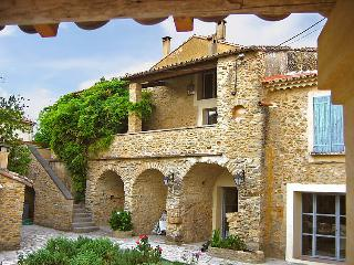 5 bedroom Villa in Bagnols sur Ceze, Gard Lozere, France : ref 2008228 - Pougnadoresse vacation rentals