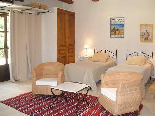 5 bedroom Villa in Chateaurenard, Provence, France : ref 2008266 - Chateaurenard vacation rentals