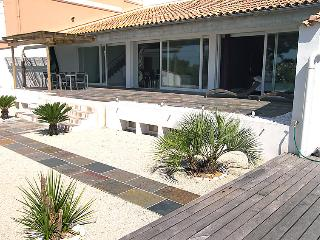 5 bedroom Villa in Hyeres, Cote d'Azur, France : ref 2008280 - Hyères vacation rentals