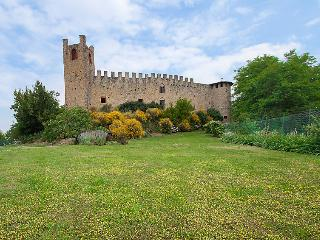 Comfortable 2 bedroom Castell'Arquato Castle with Internet Access - Castell'Arquato vacation rentals