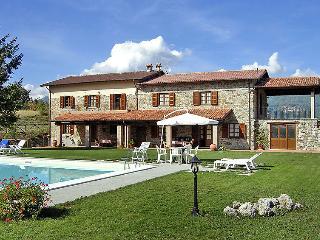 8 bedroom Villa in Castelnuovo di Garfagnana, Lucca Pisa, Italy : ref 2008418 - Castelnuovo di Garfagnana vacation rentals