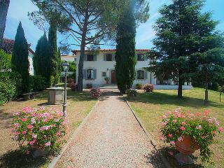 8 bedroom Villa in Vinci, Florence Countryside, Tuscany, Italy : ref 2009007 - Limite Sull'Arno vacation rentals