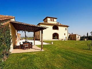 6 bedroom Villa in Monte San Savino, Chianti, Tuscany, Italy : ref 2008634 - Marciano Della Chiana vacation rentals