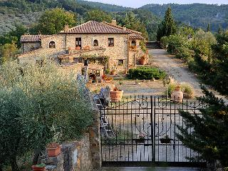 Comfortable 6 bedroom Farmhouse Barn in Castel Del Piano - Castel Del Piano vacation rentals