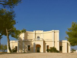 5 bedroom Villa in Gallipoli, Puglia, Italy : ref 2008861 - Villaggio Resta vacation rentals
