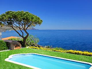 4 bedroom Villa in Llanca, Costa Brava, Spain : ref 2010264 - Llanca vacation rentals