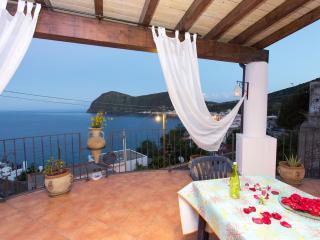 STELLA DEL MATTINO - IRIS - Canneto di Lipari vacation rentals